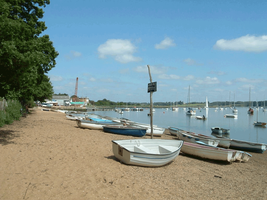 Boats on the sand of the river Deben