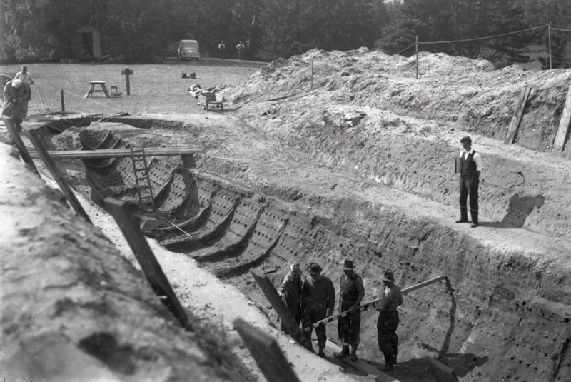 Old black and white image of the archaeological dig site