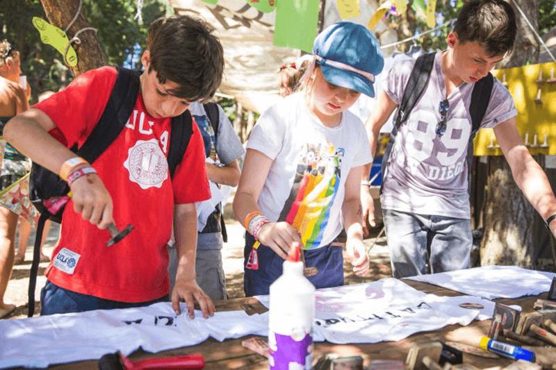 Kids creating t-shirts at fashion wonderland
